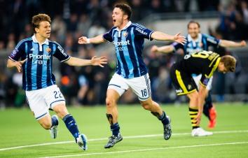 150525 Djurgårdens Kerim Mrabti (h) gör 2-2 kvitteringen och gratuleras av Jesper Karlström (v) under fotbollsmatchen i Allsvenskan mellan Djurgården och AIK den 25 Maj 2015 i Stockholm. Foto: Andreas Sandström / BILDBYRÅN STR *** BETALBILD ***